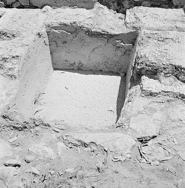 File:Quasileh, archeologisch onderzoek Ontgraven resten van een wijnpers, Bestanddeelnr 255-3791.jpg