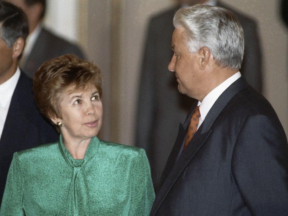 RIAN archive 37106 Boris Yeltsin and Raisa Gorbachev