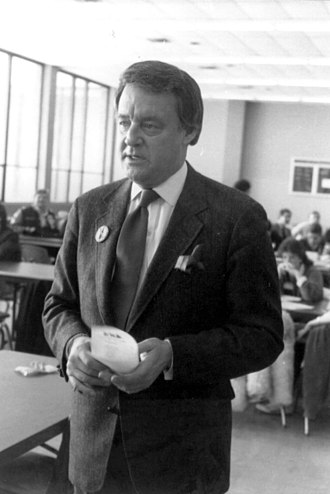 WXYZ-TV - Former Action News Anchor Bill Bonds prepares to interview students at Harrison High School in Farmington Hills, Michigan. 1985 photo.