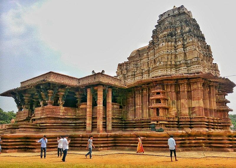File:Ramappa Temple (Human Scale).jpg