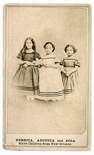 an old photo of light-skinned slave girls, mulatto children in the American South during slavery