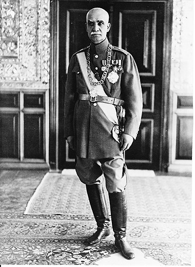 Reza Shah in his office (Green Palace) at Saadabad Palace complex, 1941 RezaShahBozorg1.jpg