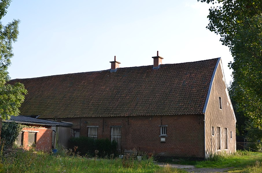 Picture of the Rode Klaerhofhoeve, a farm on the Kleistraat, Aartselaar; a farm on the Flemish heritage list (number 12423)