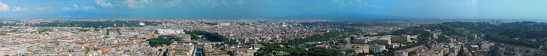 Panoramisch uitzicht over Rome uit het westen vanuit de koepel van de Sint-Pieter.