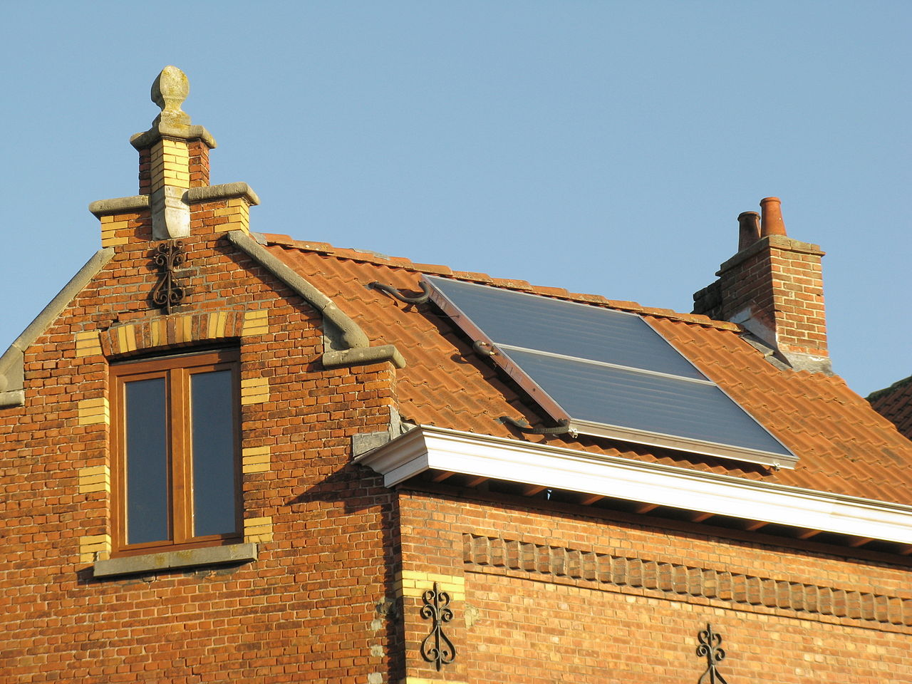 Waterproof solar panel mounts are critical on tile roofs. Credit: Wikipedia Commons