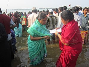 Rottela Panduga - Women Pilgrims exchanging Rotis,at svarana Tank,Nellore