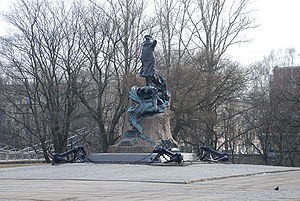 Leonid Sherwood - Statue of admiral Stepan Makarov, created by Leonid Sherwood, located in front of the Naval Cathedral of St. Nicolas in Kronshtadt, Sankt Petersburg.