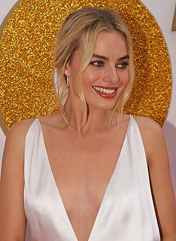 SYDNEY, AUSTRALIA - JANUARY 23 Margot Robbie arrives at the Australian Premiere of 'I, Tonya' on January 23, 2018 in Sydney, Australia (25980751148) (cropped).jpg