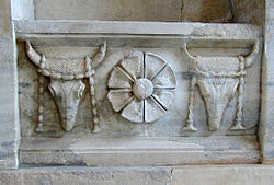 Frieze with bulls from the Arsinoé rotunda (Samothrace Museum) (site plan, number 15)
