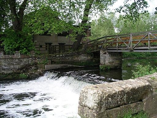 Saxon Mill weir and footbridge -Warwickshire -20y08