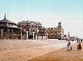 Scheveningen - Hotels, vuurtoren en Gedenknaald 1830 1900.jpg