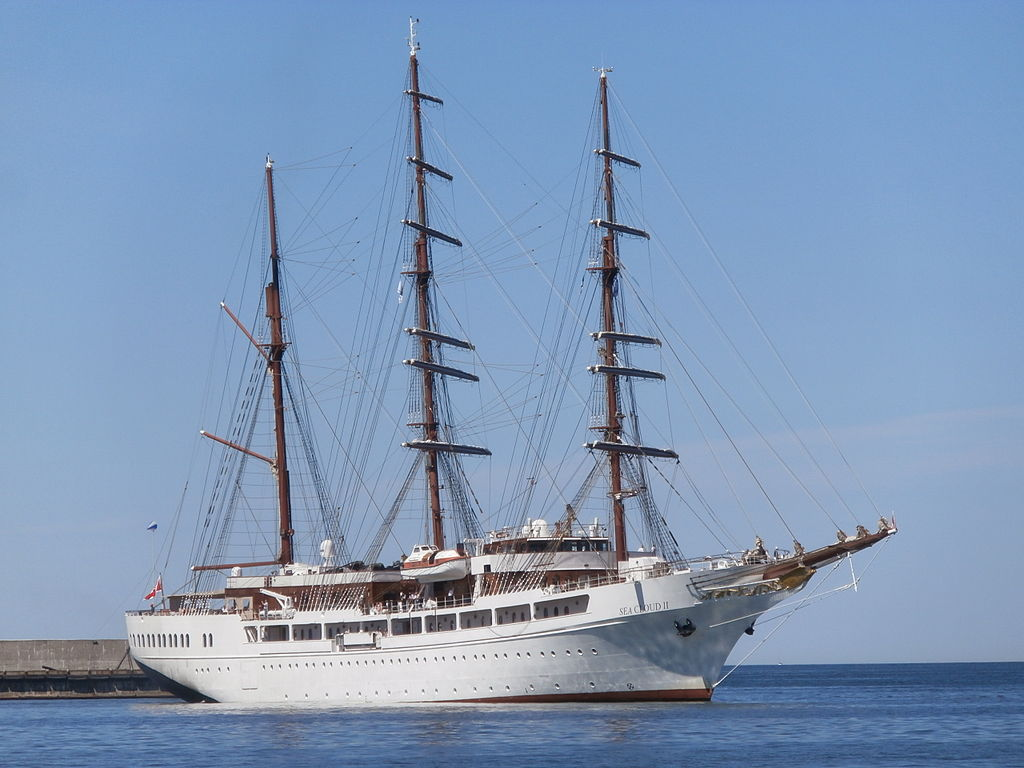 Sea Cloud II arriving at Tallinn 2 July 2015