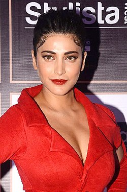 Shruti Haasan graces red carpet of Femina Stylista West (04) (cropped).jpg
