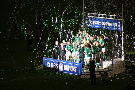 Ireland celebrate their 2014 Six Nations Championship. Six nations 2014 France vs Ireland Remise de trophee.JPG
