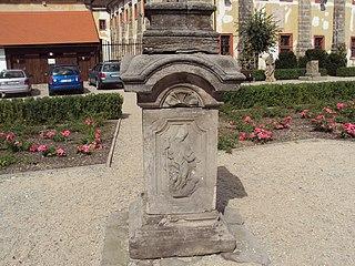 Podstavec sochy svatého Jana Nepomuckého z Manušic