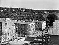 Smedslätten, radhus och hyreshus vid Havsfruvägen under byggnad, 1939.jpg