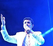 Sonu Nigam singing in the concert