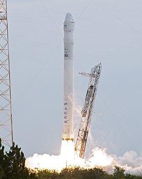 Start der fünften Falcon-9-Rakete mit einer Dragon-Kapsel zur ISS im Rahmen der Versorgungsmission CRS-2