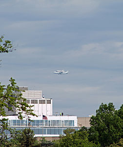 Space Shuttle Discovery over DC - Stierch D.jpg