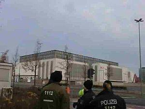 File:Sprengung Dach Deutschlandhalle.ogv