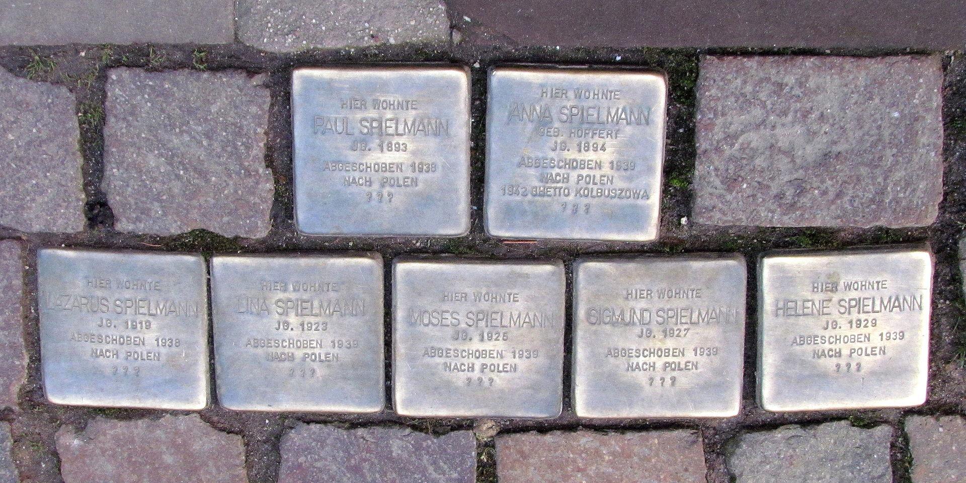 Stolpersteine in Ettlingen Spielmann Marktstr 6 (fcm).jpg