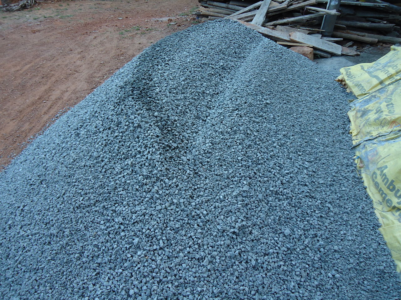 Crushed Blue Stone : File stone crush metel g wikimedia commons