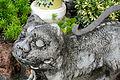 Stone cat statue (8282507154).jpg