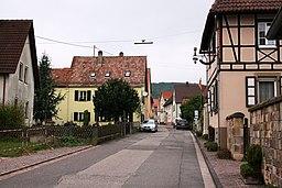 Strasse mit Fachwerkhaus in Schweigen Rechtenbach
