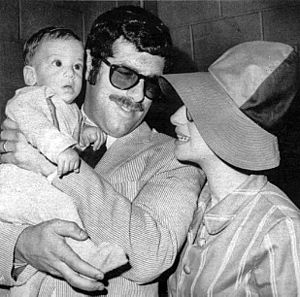 Bucket hat - Barbra Streisand – shown here with Elliott Gould and son Jason Gould – wearing a fashionable oversized bucket hat in 1967