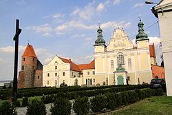 Strzelno, Kościół norbertanek p.w. Świętej Trójcy (z lewej strony kościół p.w. św. Prokopa)