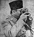 Sukarno with camera Suara Rakyat 5 Feb 1952 p1.jpg