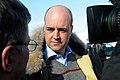 Sveriges statsminister Fredrik Reinfeldt intervjuas av media vid sin ankomst till globaliseringsmotet i Riksgransen 2008-04-08.jpg
