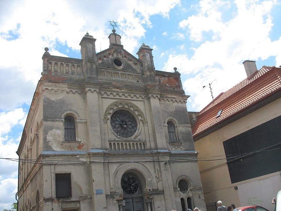Synagogue Senec 01