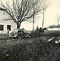 Szerbia. A sárban elakadt Opel Kadett típusú személygépkocsi kimentése. - Fortepan 76981.jpg
