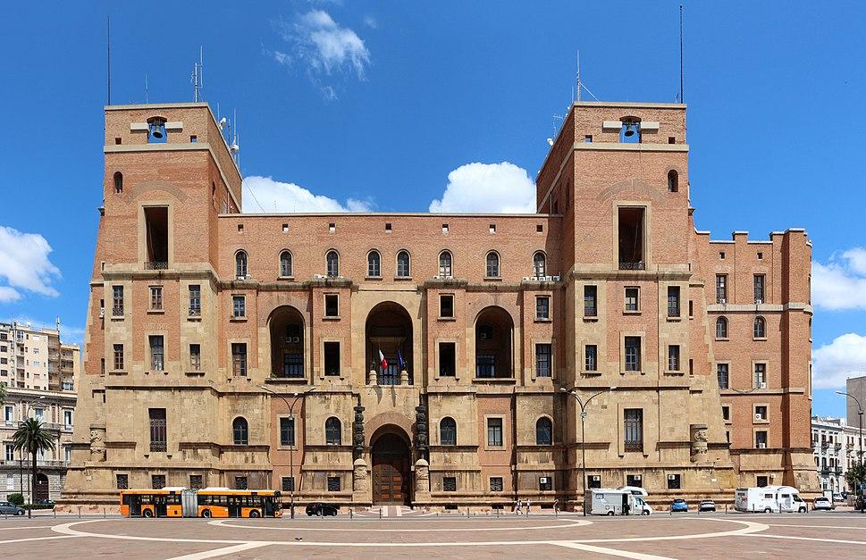 Taranto, palazzo del governo, sul lungomare, 01