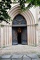 Teilweise geöffnete Eingangstür Johanneskirche in Frömern.jpg