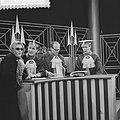 Televisieprogramma Publieke Tribune , v.l.n.r. J. van Gasteren, Pieter ..., , Bestanddeelnr 910-8206.jpg