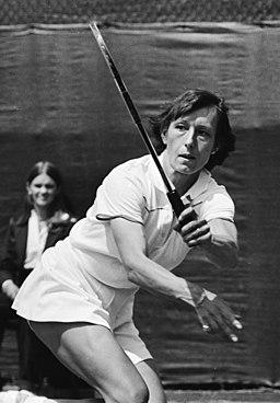 Tennis Nederland tegen Verenigde Staten in Den Haag Navratilova in aktie, Bestanddeelnr 930-9118 (cropped)