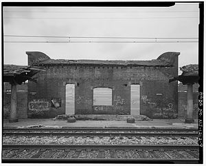 Ampere station - A view of the platform at the deteriorating Ampere depot