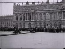 Fichièr:The signing of the peace treaty of Versailles.webm