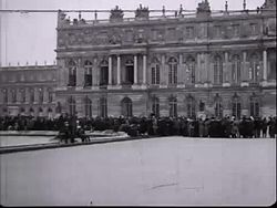 Fil:The signing of the peace treaty of Versailles.webm