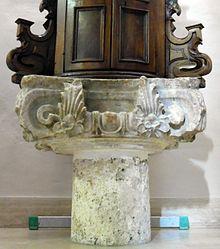 Capitello ionico-italico da un tempio romano del III-II secolo a.C., attualmente reimpiegato come base del fonte battesimale nella chiesa di Santa Maria Assunta