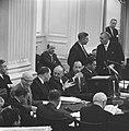 Tweede Kamer , het kabinet voorgrond v.r.n.l. de minister Veldkamp, Suurhof, De , Bestanddeelnr 917-6965.jpg