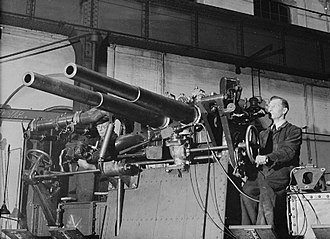 QF 6-pounder 10 cwt gun - The 6-pounder gun mark I in twin coastal artillery mount.