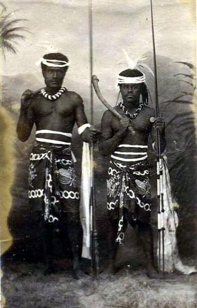 384px-Two_Kanak_%28Canaque%29_warriors_holding_weapons%2C_New_Caledonia.jpg