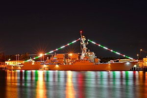 USS Michael Murphy (DDG-112) at Pearl Harbor in December 2013.JPG