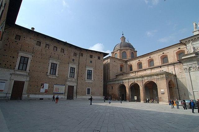 Praça em Urbino