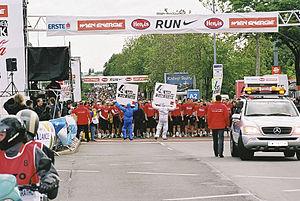 Mass start - Start of the Vienna City Marathon 2004