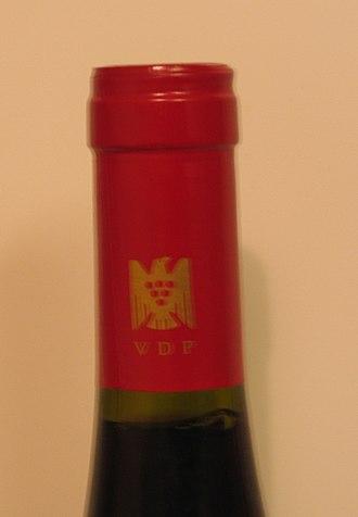 Verband Deutscher Prädikats- und Qualitätsweingüter - VDP logotype on the capsule of a wine bottle