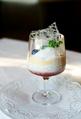 Verrine aux fraises en purée, à la noix de coco râpée, aux perles de tapioca et glace à la noix de coco.png